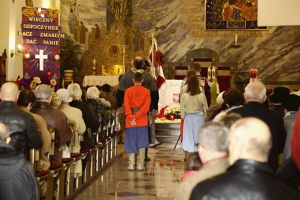 uroczysta msza w kościele w Ksawerowie
