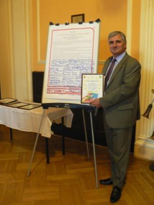 Wójt Adam Topolski - podpisanie deklaracji współpracy z biurem w Brukseli